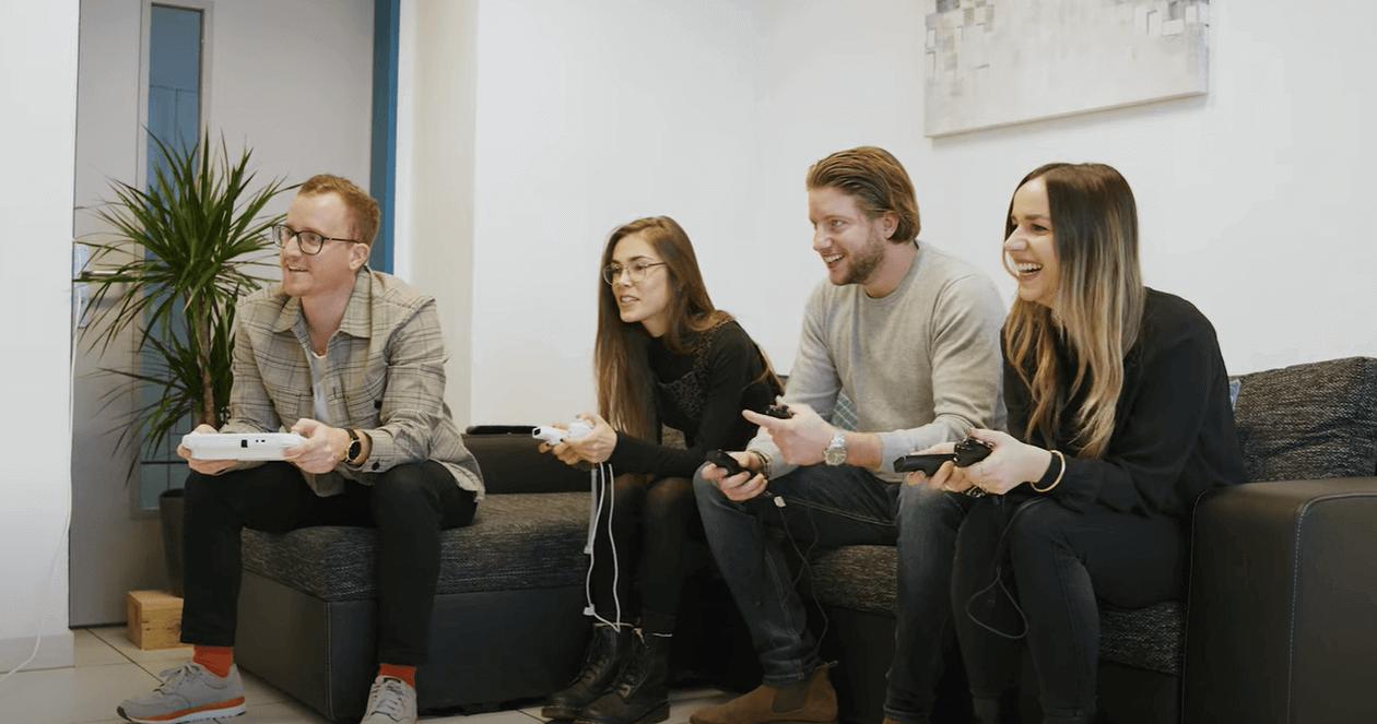 L'équipe SMSup en train de jouer aux jeux vidéos.